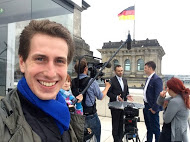 "Oliver Kanders in front of the ""Bundestag"" (German National Parliament)"